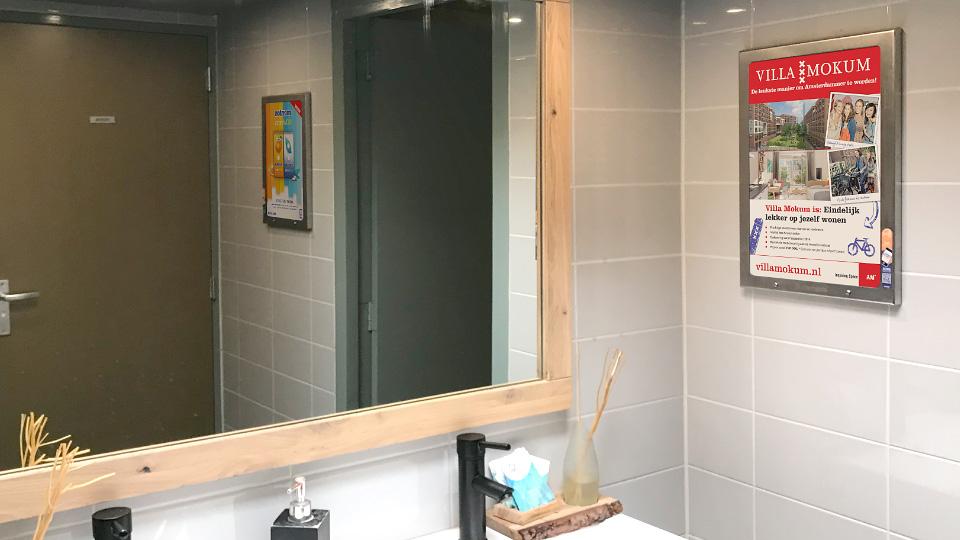 Altermedia AM Villa Mokum Toiletreclame Wcreclame toiletmedia Washroom media