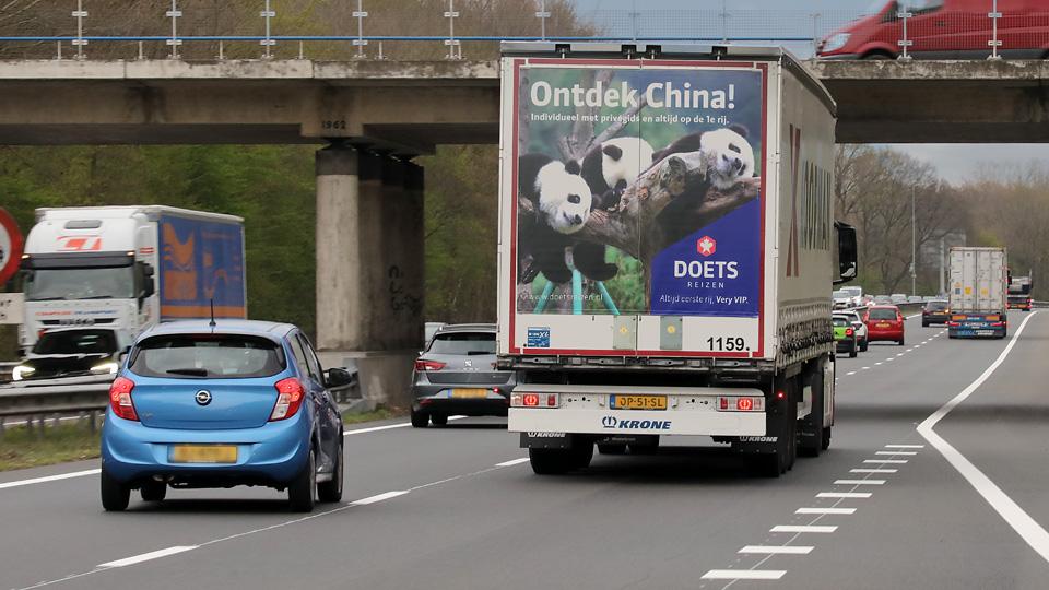 Altermedia Doets Reizen vrachtwagenreclame Trailerreclame Truck Advertising