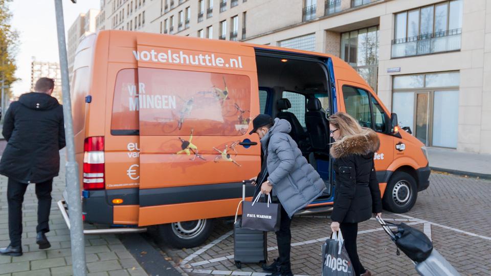 Altermedia Easyjet Schiphol Hotel Shuttle Taxireclame