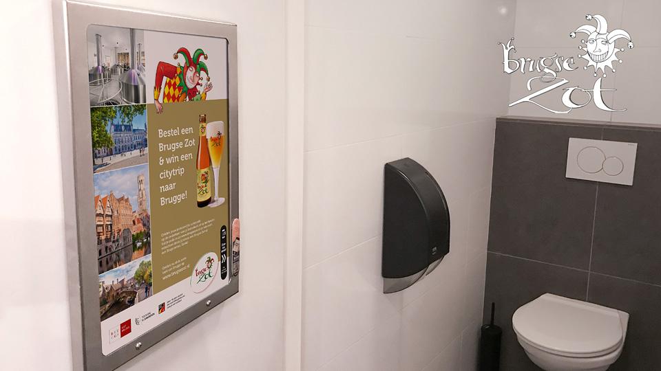 Altermedia BrugseZot toiletreclame Wcreclame Toiletmedia Washroom media