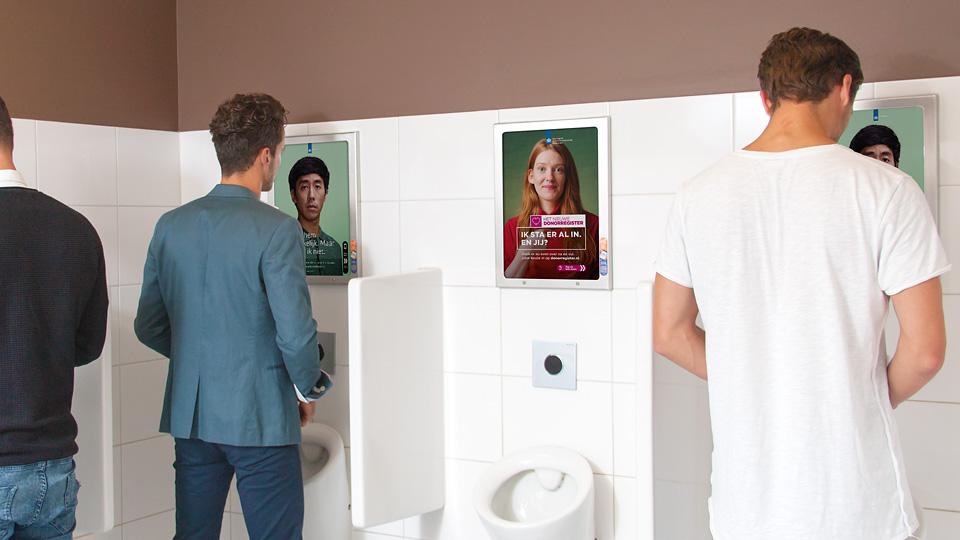 Altermedia Ministerie van Veiligheid en Justitie Wat kan mij helpen Toiletreclame WCreclame Toiletmedia Washroom media