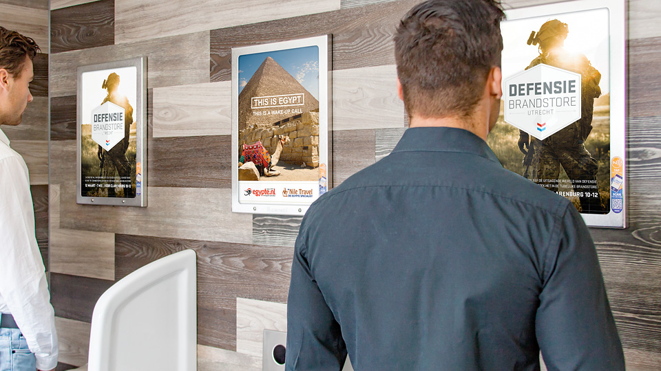 Altermedia Ministerie van Defensie Defensie Brandstore Toiletreclame WCreclame Toiletmedia Washroom media