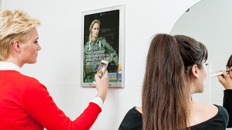 AltermediaMinisterie van Defensie Werken bij Defensie Toiletreclame WCreclame Toiletmedia Washroom media